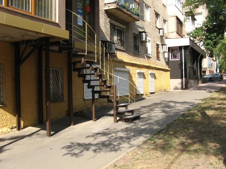 Підвальне приміщення  у житловому будинку літ. А-5 площею 51,6 кв.м., розташоване за адресою м. Донецьк, проспект Ватутіна, буд. 21